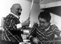 UNDER THE RAINBOW, Billy Barty, Cork Hubbert, 1981. ©Warner Brothers
