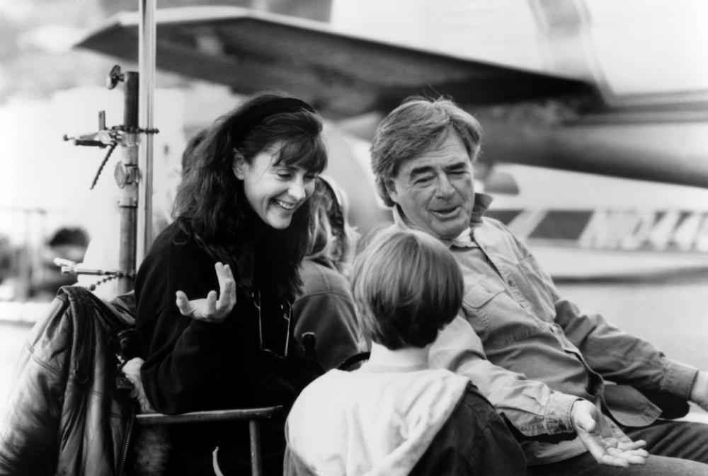 RADIO FLYER, producer Lauren Shuler-Donner, Elijah Wood, (back to camera), director Richard Donner, 1992, ©Columbia Pictures /