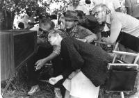 THE POSTMAN ALWAYS RINGS TWICE, director Bob Rafelson, Jessica Lange, Jack Nicholson, cinematographer Sven Nykvist watching playback on set, 1981, (c) Paramount