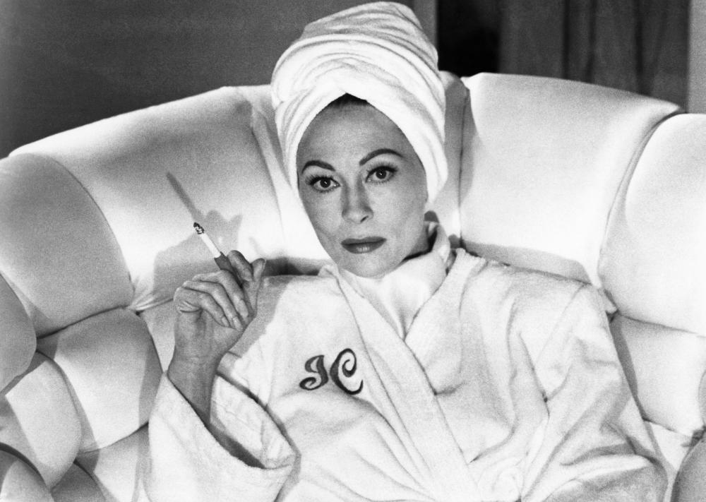 MOMMIE DEAREST, Faye Dunaway, 1981, (c) Paramount. NO GREETING CARD USAGE UNTIL January 3, 2010