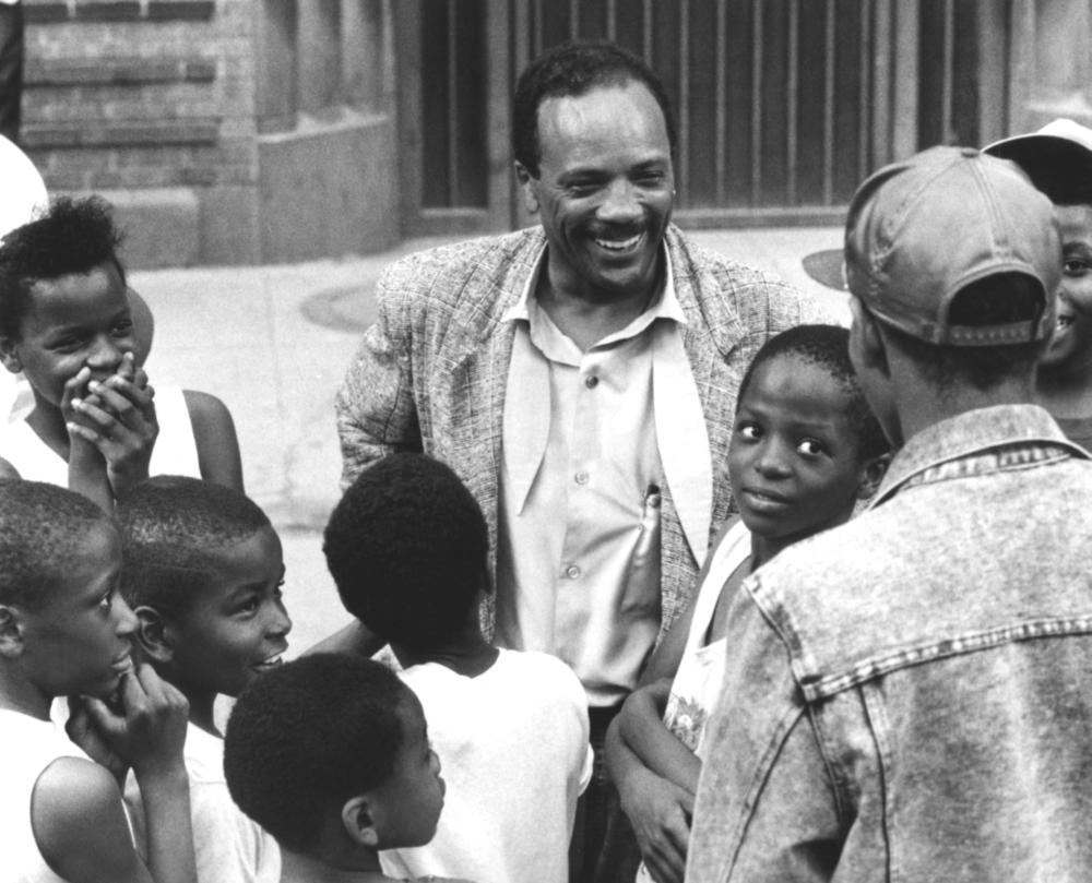 LISTEN UP: THE LIVES OF QUINCY JONES, Quincy Jones  (center) with local Chicago children, 1990, (c)Warner Bros.