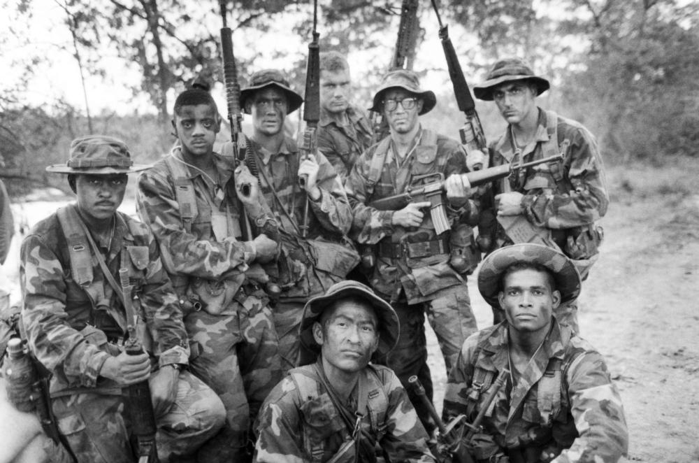 HEARTBREAK RIDGE,  Mike Gomez (far left), Rodney Hill (second from left), Mario Van Peebles (foreground right), Vincent Irizarry (standing, far right), 1986. ©Warner Bros.