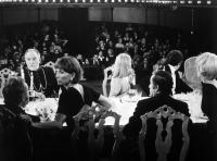 THE DISCREET CHARM OF THE BOURGEOISIE, foreground from left; Paul Frankeur, Julien Bertheau, Stephane Audran, Bulle Ogier, Fernando Rey, Jean-Pierre Cassel, Delphine Seyrig, 1972