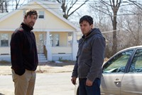MANCHESTER BY THE SEA, from left: Kyle Chandler, Casey Affleck, 2016. ph: Claire Folger