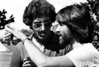 CADDYSHACK, director Harold Ramis, executive producer Jon Peters (bearded) on set, 1980, (c) Warner Brothers