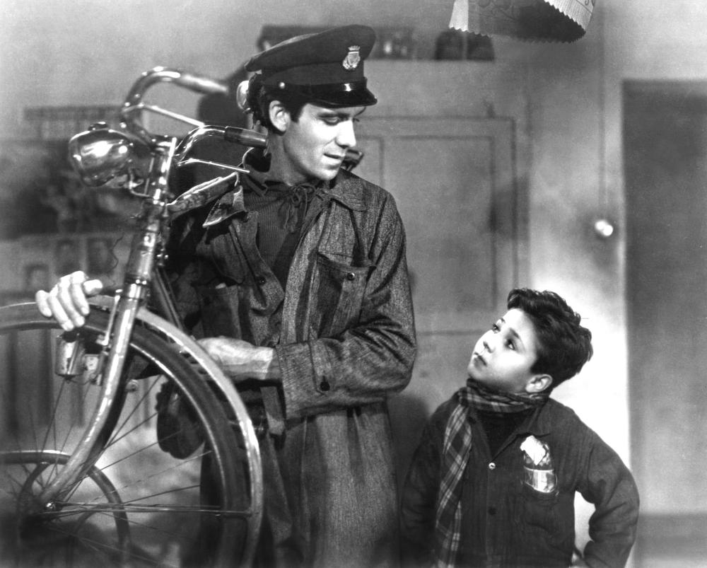 THE BICYCLE THIEF, (aka LADRI DI BICICLETTE, aka BICYCLE THIEVES), Lamberto Maggiorani, Enzo Staiola, 1948.