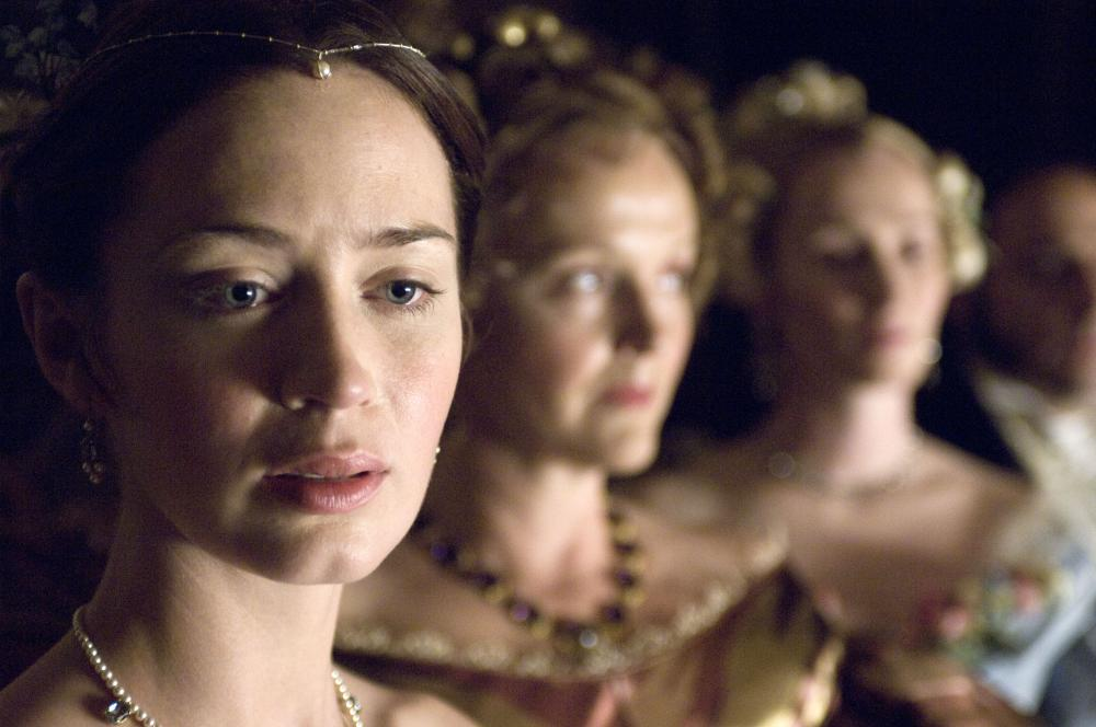 THE YOUNG VICTORIA, from left: Emily Blunt, as Victoria, Miranda Richardson, Genevieve O'Reilly, 2009. ©Momentum Pictures