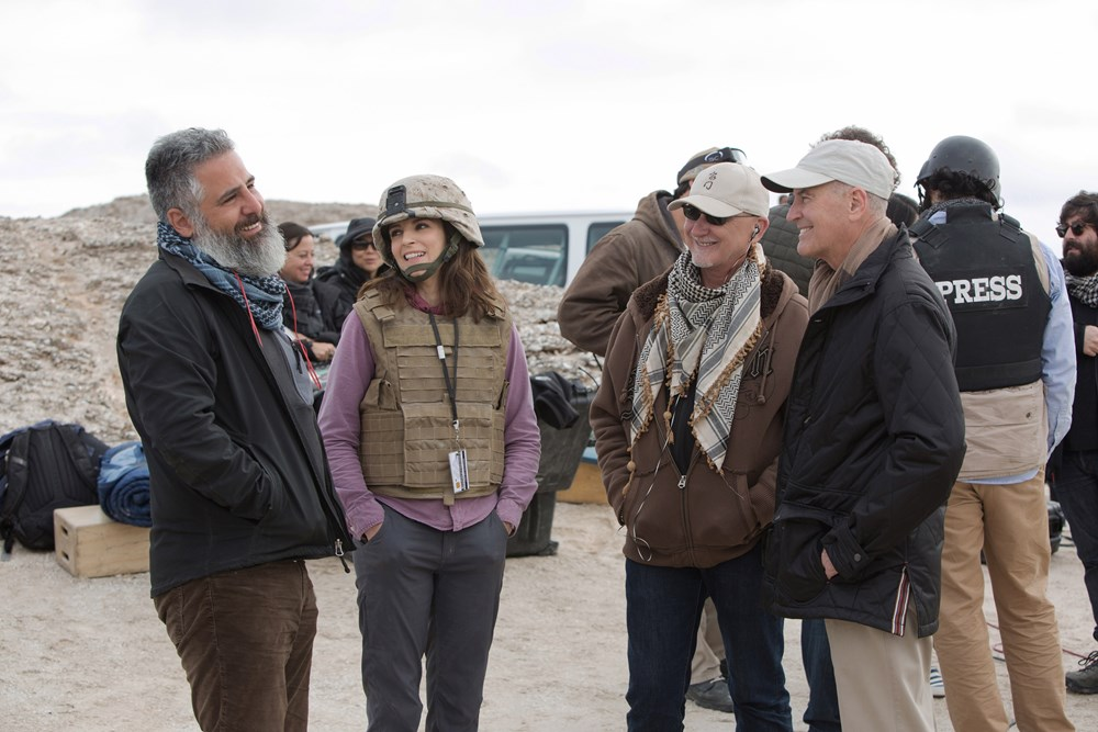 WHISKEY TANGO FOXTROT, foreground from left: director Glenn Ficarra, Tina Fey, producer Ian Bryce, Defense Director of Entertainment Media Phil Strub, on set, 2016. ph: Frank Masi/© Paramount Pictures
