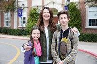 MIDDLE SCHOOL: THE WORST YEARS OF MY LIFE, from left: Alexa Nisenson, Lauren Graham, Griffin Gluck, 2016. ph: Frank Masi/© CBS