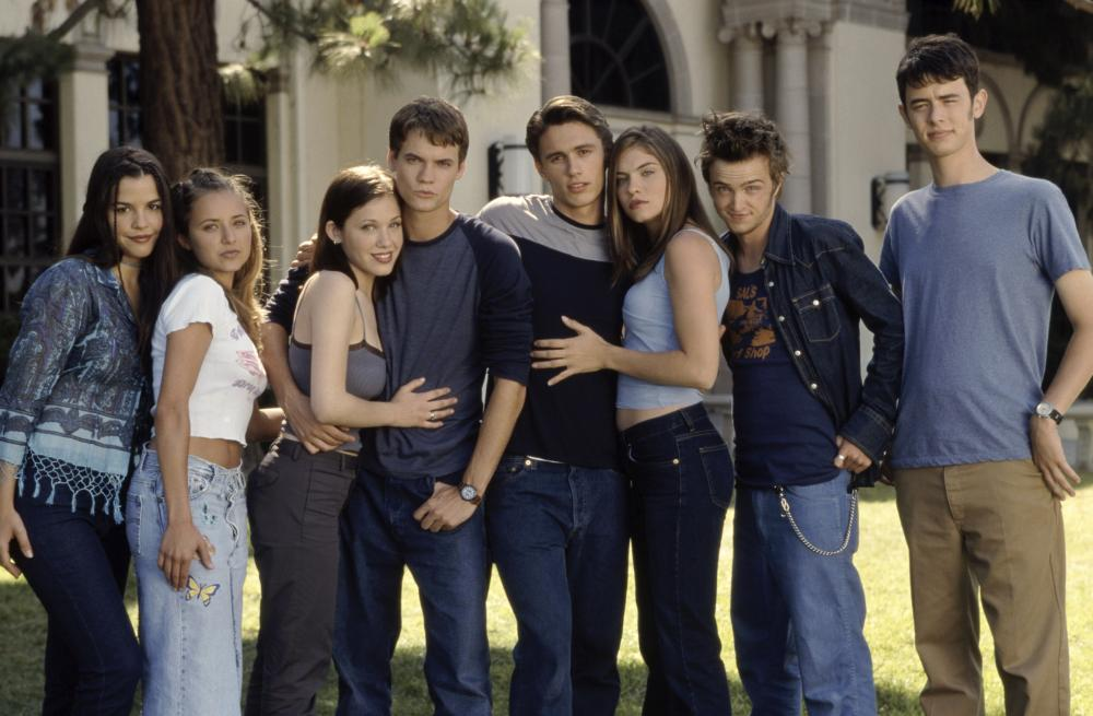 WHATEVER IT TAKES, Christine Lakin (second from left), Marla Sokoloff, Shane West, James Franco, Jodi Lyn O'Keefe, Aaron Paul, Colin Hanks, 2000, ©Columbia Pictures
