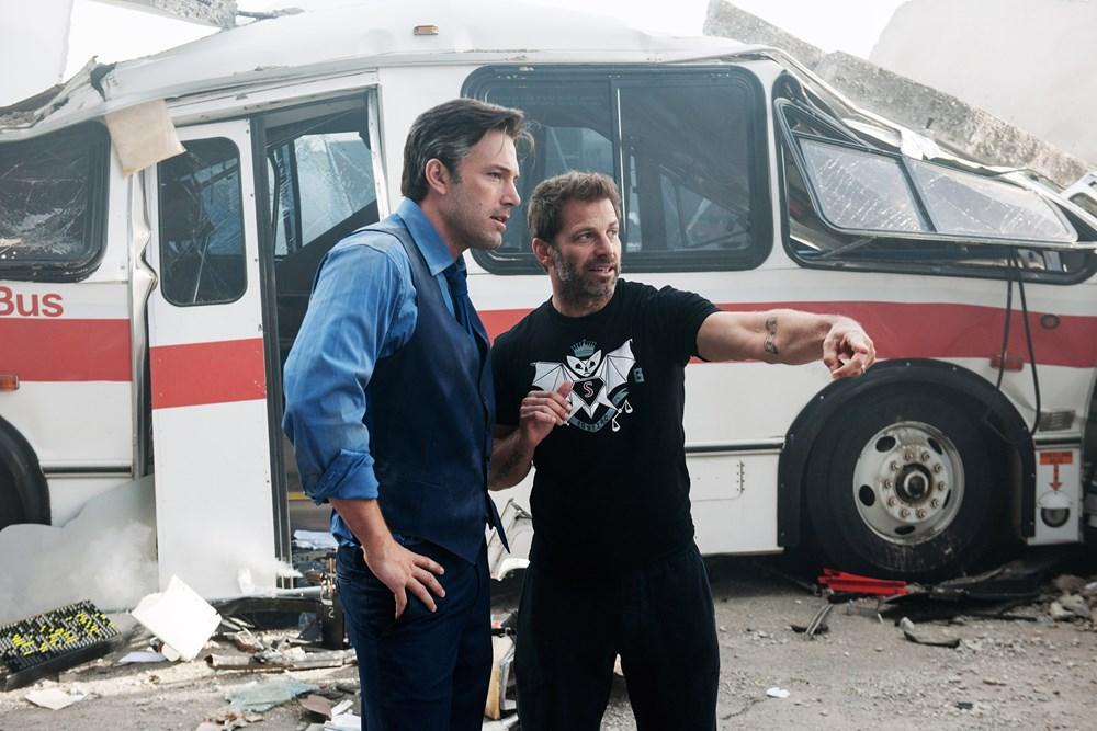 BATMAN V SUPERMAN: DAWN OF JUSTICE, from left: Ben Affleck, director Zack Snyder, on set, 2016. ph: Clay Enos/© Warner Bros.