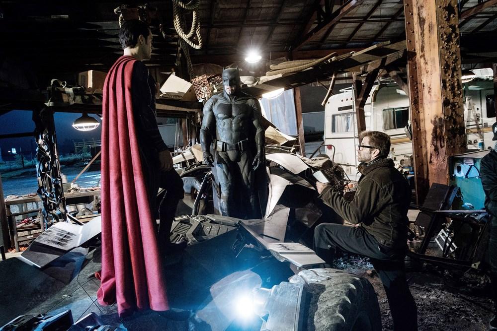 BATMAN V SUPERMAN: DAWN OF JUSTICE, from left: Henry Cavill, as Superman, Ben Affleck as Batman, director Zack Snyder, on set, 2016. ph: Clay Enos/© Warner Bros.