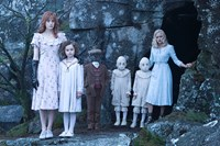 MISS PEREGRINE'S HOME FOR PECULIAR CHILDREN, from left: Lauren McCrostie, Pixie Davies, Cameron King, Thomas Odwell, Joseph Odwell, Ella Purnell, 2016. ph: Jay Maidment/TM & copyright © 20th Century Fox Film Corp. All rights reserved