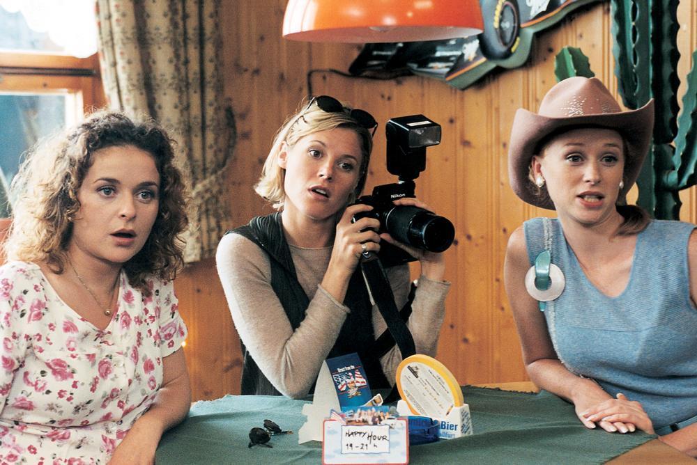VENUS AND MARS, Julia Sawalha, Julie Bowen, Fay Masterson, 2001