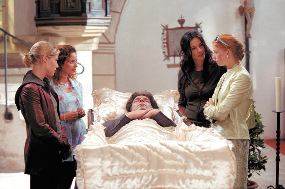 VENUS AND MARS, left from front: Julie Bowen, Julia Sawalha, right from front: Fay Masterson, Daniela Amavia, 2001, © Buena Vista