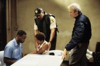 TRUE CRIME, Isiah Washington, Lisa Gay Hamilton, Clint Eastwood (right), 1999, (c) Warner Brothers