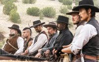 THE MAGNIFICENT SEVEN, from left: Vincent D'Onofrio, Martin Sensmeier, Manuel Garcia-Rulfo, Ethan Hawke, Denzel Washington, Chris Pratt, Byung-hun LEE, 2016. ph: Scott Garfield/© Sony Pictures