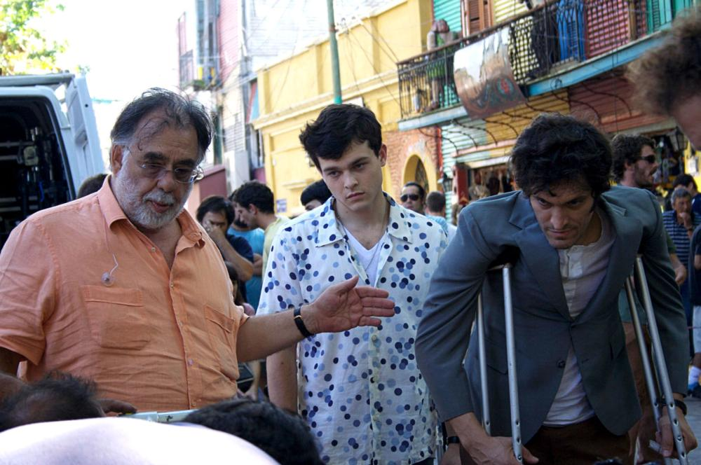 TETRO, from left: director Francis Ford Coppola, Alden Ehrenreich, Vincent Gallo, on set, 2009. ©American Zoetrope