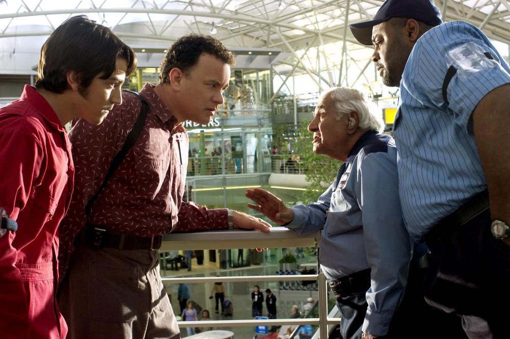 THE TERMINAL, Diego Luna, Tom Hanks, Kumar Pallana, Chi McBride, 2004, (c) DreamWorks