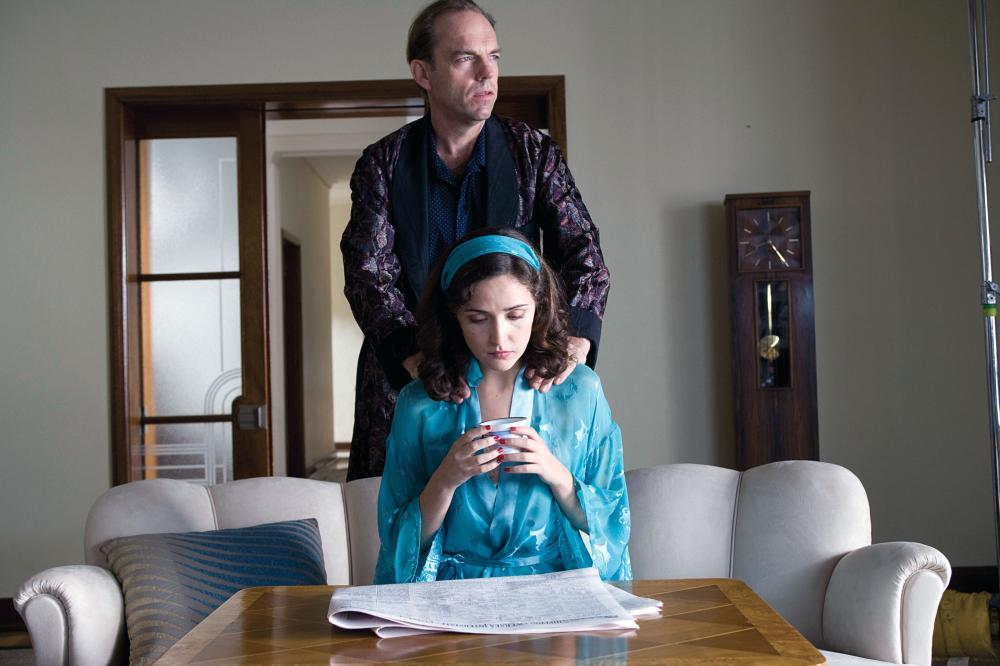 THE TENDER HOOK, Hugo Weaving (standing), Rose Byrne (sitting), 2008. ©Dendy Films