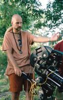 THE TEXAS CHAINSAW MASSACRE, Director Marcus Nispel on the set, 2003, (c) New Line
