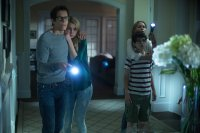 THE DARKNESS, from left: Kevin Bacon, Lucy Fry, David Mazouz, Radha Mitchell, 2016. © High Top Releasing