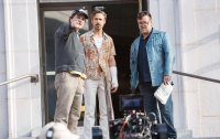 THE NICE GUYS, from left: director Shane Black, Ryan Gosling, Russell Crowe, on set, 2016. ph: Daniel McFadden/© Warner Bros.