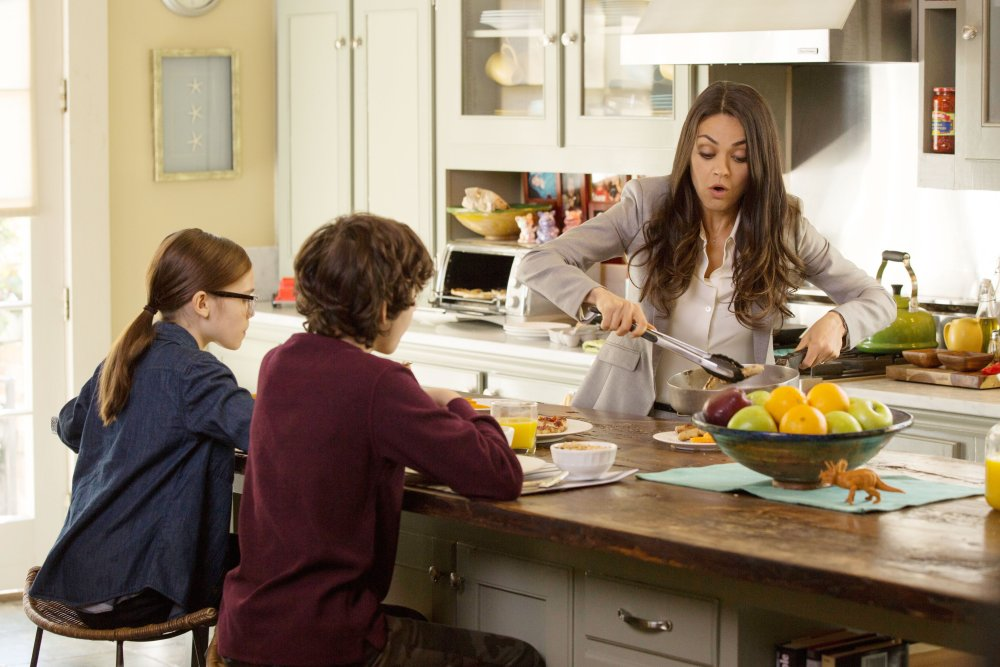 BAD MOMS, from left: Oona Laurence, Emjay Anthony, Mila Kunis, 2016. ph: Michele K. Short/© STX Entertainment