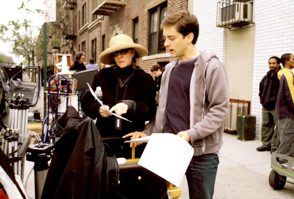SPIDER-MAN, Producer Laura Ziskin, Tobey Maguire on the set, 2002 (c)  Columbia Pictures