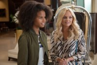 ABSOLUTELY FABULOUS: THE MOVIE, from left: Indeyarna Donaldson-Holness,  Emma Bunton, 2016. ph: David Appleby/TM & copyright © Fox Searchlight Pictures. All rights reserved.