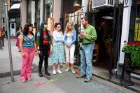THE SISTERHOOD OF THE TRAVELING PANTS, America Ferrera, Amber Tamblyn, Alexis Bledel, Blake Lively, director Ken Kwapis on set, 2005, (c) Warner Brothers
