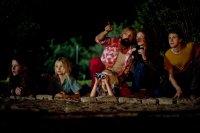 CAPTAIN FANTASTIC, from left: Samantha Isler, Shree Crooks, Viggo Mortensen, Charlie Shotwell, Annalise Basso, George MacKay, 2016. ph: Cathy Kanavy/© Bleecker Street Media