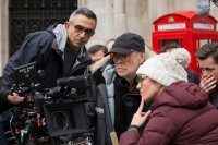 DENIAL, Cinematographer Haris Zambarloukos (left), Director Mick Jackson (cap), on set, 2016. Ph: Laurie Sparham /© Bleecker Street Media