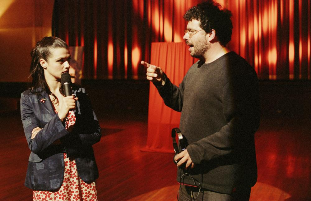 the shape of things neil labute Ben brantley reviews neil labute play the shape of things, which opens at promenade theater labute directs photo of rachel weisz and paul rudd (m.