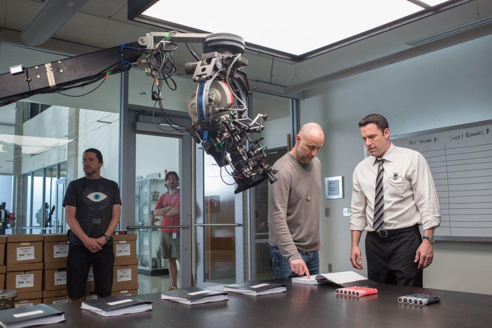 THE ACCOUNTANT, from left: director Gavin O' Connor, Ben Affleck, on-set, 2015. ph: Chuck Zlotnick/©Warner bros.
