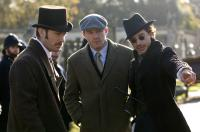 SHERLOCK HOLMES, from left: Jude Law, director Guy Ritchie, Robert Downey Jr., on set, 2009. Ph: Alex Bailey/©Warner Bros.