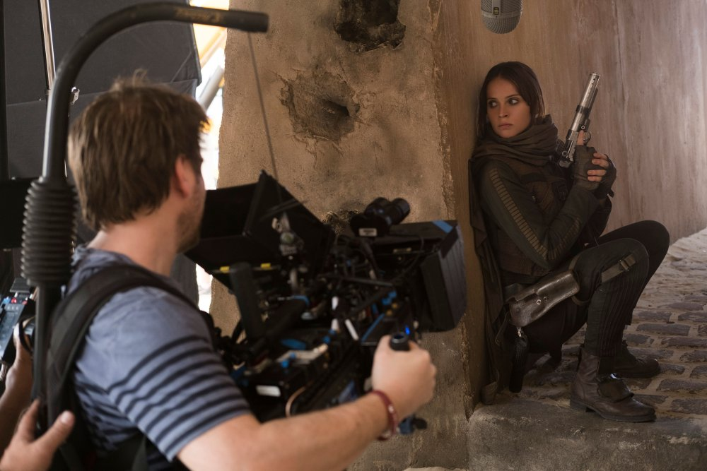 ROGUE ONE: A STAR WARS STORY, FROM LEFT: DIRECTOR GARETH EDWARDS, FELICITY JONES, ON SET, 2016. PH: GILES KEYTE/© WALT DISNEY STUDIOS MOTION PICTURES/LUCASFILM LTD.