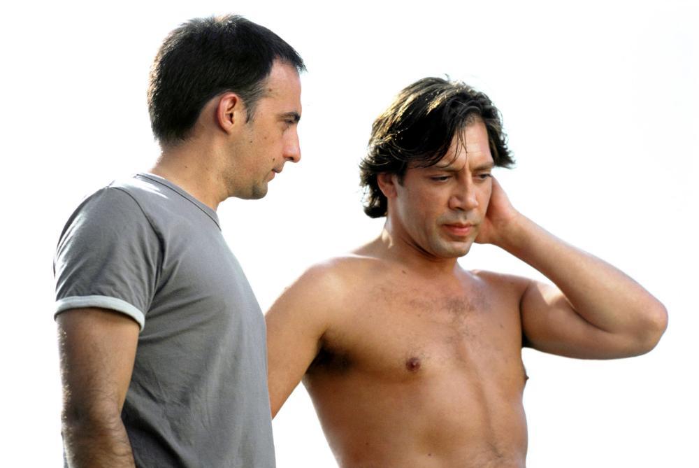 THE SEA INSIDE, (aka MAR ADENTRO), director Alejandro Amenabar, Javier Bardem on set, 2004, (c) Fine Line