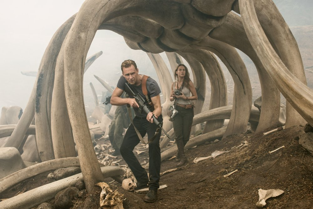 KONG: SKULL ISLAND, L-R: TOM HIDDLESTON, BRIE LARSON, 2017. PH: CHUCK ZLOTNICK/©WARNER BROS. PICTURES