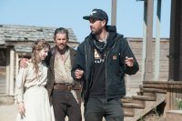 IN A VALLEY OF VIOLENCE, FROM LEFT: TAISSA FARMIGA, ETHAN HAWKE, DIRECTOR TI WEST, ON SET, 2016. PH: LEWIS JACOBS/© FOCUS FEATURES
