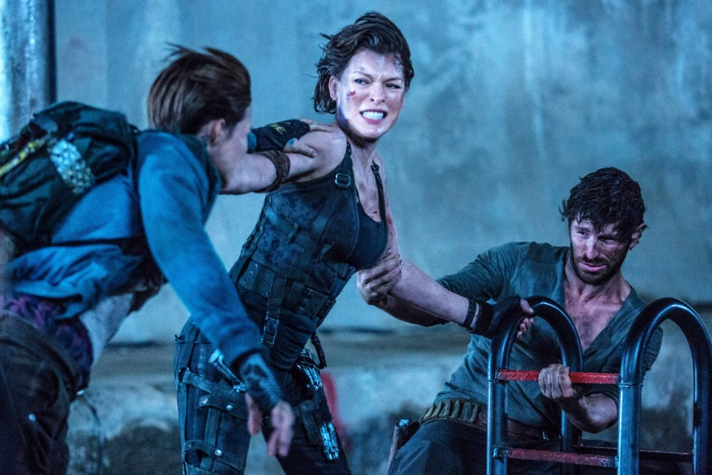 RESIDENT EVIL: THE FINAL CHAPTER, L-R: RUBY ROSE, MILLA JOVOVICH, EOIN MACKEN, 2016. PH: ILZE KITSHOFF/©SCREEN GEMS