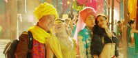 BUDDIES IN INDIA, YUE YUNPENG (IN YELLOW TURBAN), BAI KE (IN PINK TURBAN), 2017. © CHINA LION FILM DISTRIBUTION