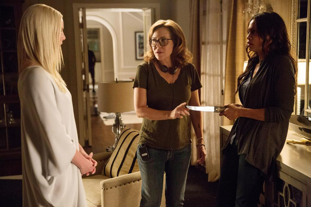 UNFORGETTABLE, FROM LEFT, KATHERINE HEIGL, DIRECTOR DENISE DI NOVI,  ROSARIO DAWSON, ON-SET, 2017. PH: KAREN BALLARD. ©WARNER BROS.