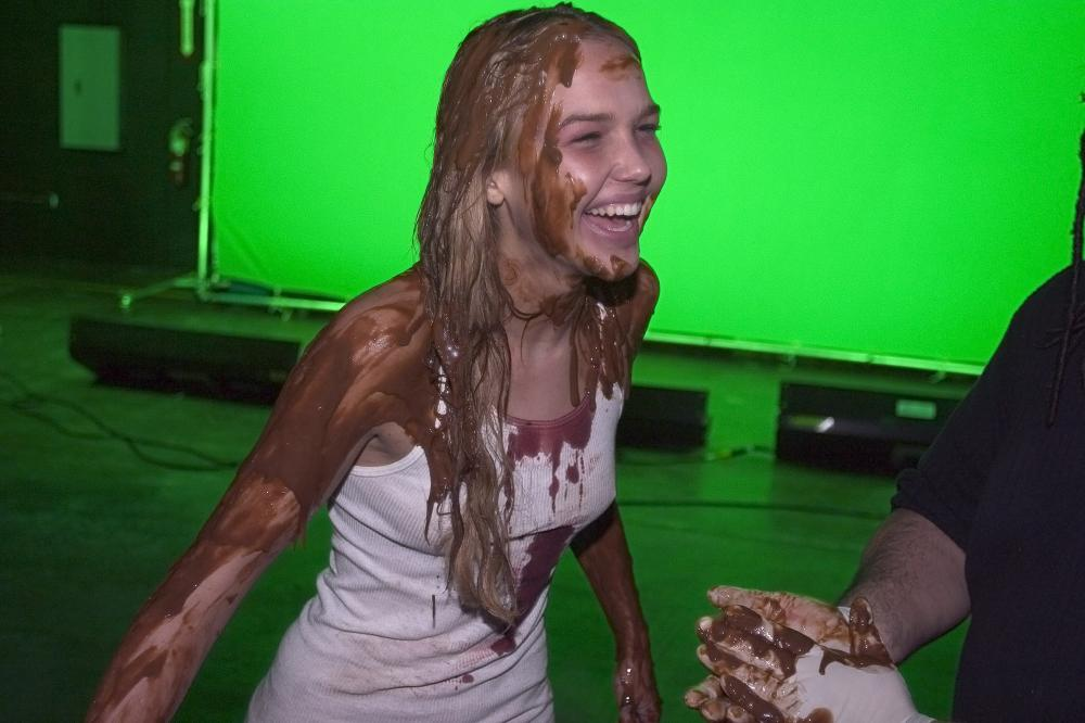 REEKER, Arielle Kebbel prepares for her green screen visual FX, on set, 2005
