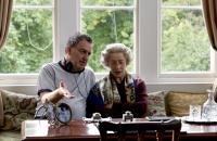 THE QUEEN, director Stephen Frears, Helen Mirren, on set, 2006. ©Miramax