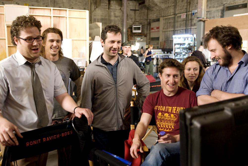 PINEAPPLE EXPRESS, from left: producer Seth Rogen, James Franco, producer and writer Judd Apatow, director David Gordon Green, producer Shauna Robertson, producer and writer Evan Goldberg, on set, 2008. ©Columbia Pictures