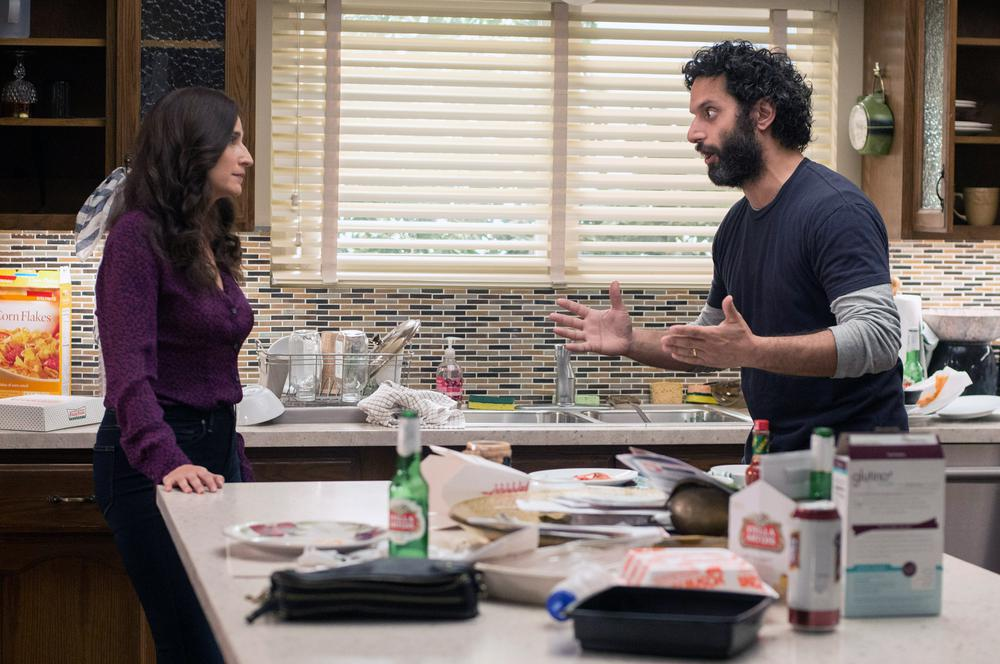 THE HOUSE, L-R: MICHAELA WATKINS, JASON MANTZOUKAS, 2017. PH: GLEN WILSON/©WARNER BROS. PICTURES
