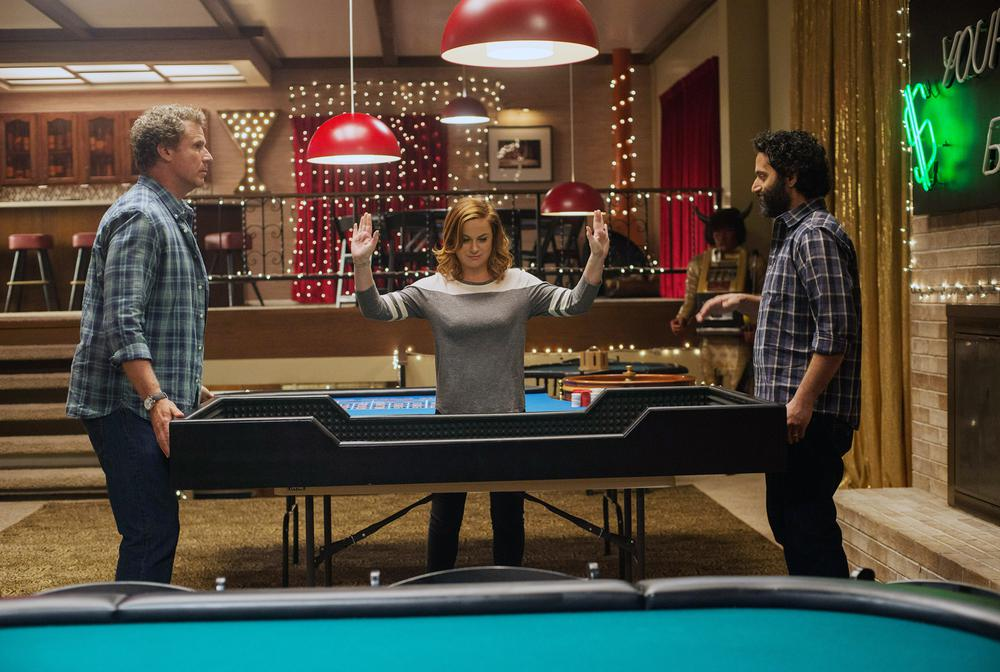 THE HOUSE, L-R: WILL FERRELL, AMY POEHLER, JASON MANTZOUKAS, 2017. PH: GLEN WILSON/©WARNER BROS. PICTURES