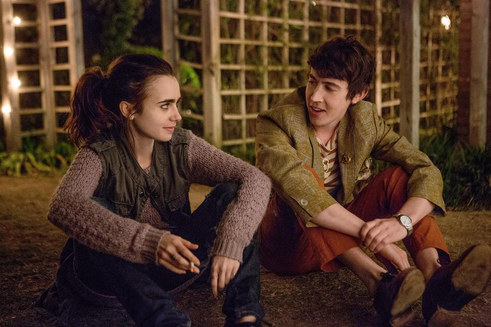 TO THE BONE, FROM LEFT: LILY COLLINS, ALEX SHARP, 2017. PH: GILLES MINGASSON/© NETFLIX