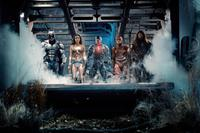 JUSTICE LEAGUE, FROM LEFT: BEN AFFLECK AS BATMAN, GAL GADOT AS WONDER WOMAN, RAY FISHER AS CYBORG, EZRA MILLER AS THE FLASH, JASON MOMOA AS AQUAMAN, 2017. PH: CLAY ENOS/© WARNER BROS.
